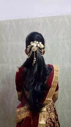 Pin by Navya Kuppa on Trends in 2019 Bridal Hairstyle Indian Wedding, Bridal Hairdo, Indian Bridal Hairstyles, Simple Wedding Hairstyles, Bride Hairstyles, Open Hairstyles, Bridal Makeover, Alternative Hair, Pinterest Hair