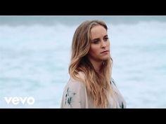 Consuelo Schuster - Aquí Me Tienes (Lyric Video) - YouTube