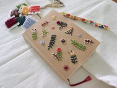 Embroidery Cards, Embroidery Flowers Pattern, Cute Embroidery, Creative Embroidery, Hand Embroidery Stitches, Embroidery Designs, How To Make Notebooks, Handmade Notebook, Diy Garland