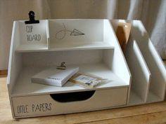 .idée à réaliser en cartonnage Desk Tidy, Diy Desk, Cardboard Furniture, Cardboard Crafts, Work Desk Organization, Carton Diy, Cardboard Organizer, Home Office Accessories, Diy Recycle