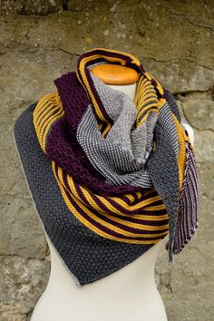 I'm going to make this in Ravenclaw colors! /// Ravelry: HerbstStück pattern … I'm going to make this in Ravenclaw colors! /// Ravelry: HerbstStück pattern by knitcats Design Cowl Scarf, Knit Cowl, Knitted Shawls, Knitted Blankets, Knit Crochet, Knitting Patterns Free, Free Knitting, Baby Knitting, Crochet Patterns