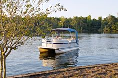 """Tips for Buying a Pontoon Boat - """"Pontoon boats provide the ability to take a nice slow relaxing ride with friends and family..."""""""