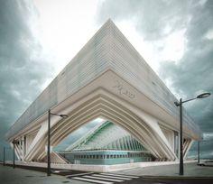 Vista de la esquina de este impresionante edificio de Calatrava en oviedo. A pesar de que no se parece a esto, pero este edificio tiene un muy amplio abanico que sostiene un centro de congresos y un hotel. Las habitaciones del hotel están a lo largo estirado 'celeste' de la parte superior.