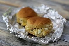 These tuna buns are perfect for lunch or a sandwich supper. The buns are briefly baked, melting the cheese and making hot and satisfying sandwiches. Baked Sandwiches, Dinner Sandwiches, Wrap Sandwiches, Tuna Melt Sandwich, Tuna Melts, Sandwich Spread, Shellfish Recipes, Seafood Recipes, Cooking Recipes