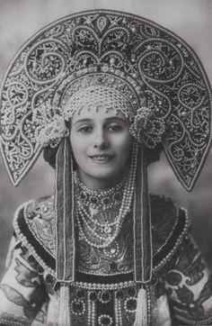 Anna Pavlovain Kokoshnik for herRussian Dance. 1911