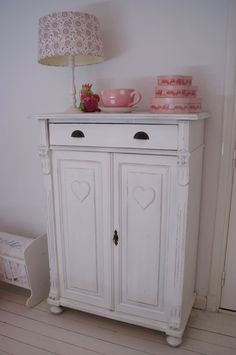 Don't like the stuff on top, but love the sweet little cupboard!!!