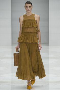 Salvatore Ferragamo Spring 2016 Ready-to-Wear Fashion Show - Olivia Jansing