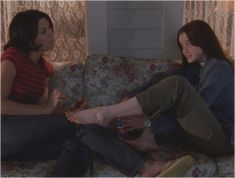 """TV Rewind: Gilmore Girls, """"Pilot"""" & """"The Lorelais' First Day at Chilton"""" Series Movies, Movies And Tv Shows, Tv Series, Glimore Girls, Lorelai Gilmore, Mother Daughter Relationships, Best Duos, Best Tv, My Girl"""