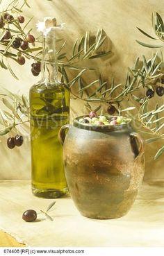 *GREECE ~ Bottle of olive oil and jar of olives Olive Oil Image, Olives, Photo Fruit, Under The Tuscan Sun, Infused Oils, Olive Gardens, Olive Tree, Greek Recipes, Food Art