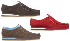 Clarks will soon be releasing a new limited edition Wallabee entitled Akasha. The low top shoe comes with a quilted suede upper. It will be available in the base colors black, brown and red with accents in white and blue, … Urban Fashion, Mens Fashion, Groom Shoes, Clarks Originals, Nike Cortez, Top Shoes, Shoe Brands, Loafers Men, Footwear