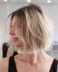 Layered Shoulder-Length Haircuts To Bring to Your Next Salon Visit Round Face Haircuts, Hairstyles For Round Faces, Curled Hairstyles, Gray Hairstyles, Medium Haircuts, Big Barrel Curls, Layered Curls, Shoulder Length Hair, Shoulder Length Layered Hairstyles