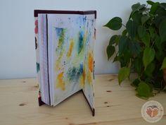 selbstgemachtes Buch mit Fadenheftung #Buchbinden #Notizbuch #Fadenheftung #Geschenk #Stempeln #doityourself #diy #handgemacht #handmade #basteln #kreativ #Kreativität #Kreativitätstechnik #Kreativtechnik #bunt #Papiergestaltung #Schmuckpapier http://www.kreativesbuchbinden.at/notizblock-lp/