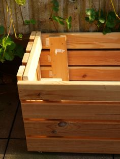 Upcycle: Making a Planter From Bed Frame Slats – The Artful Thrifter Ikea Bed Slats, Wooden Bed Slats, Timber Slats, Planter Beds, Diy Planters, Bed Slats Upcycle, Backyard Projects, Wood Projects, Twin Size Bed Frame