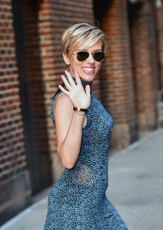 La pixie classique, comme Scarlett Johansson - New Hair Styles Cute Short Haircuts, Girl Haircuts, New Haircuts, Haircut Short, Short Grey Hair, Short Hair Cuts For Women, Short Styles, Great Hair, Hair Today