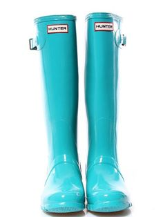 Tiffany blue Hunter rain boots.
