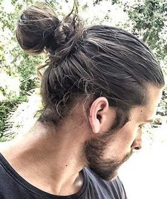 low manbun hairstyle pictures guys: