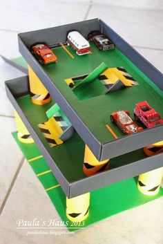 Parkhaus aus WC-Rollen … (Paula's Haus) Oops … you are crazy! Kids Garage, Toy Garage, Garage House, Cardboard City, Cardboard Box Crafts, Construction Paper Crafts, Games For Kids, Activities For Kids, Diy Furniture Projects