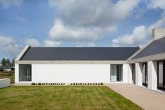 Ryan W. Kennihan Architects build for Leagaun House Galway Farmhouse Architecture, Residential Architecture, Modern Architecture, Architecture Awards, Style At Home, House Designs Ireland, Bungalow Exterior, Rural House, Modern Cottage