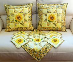 Patchwork cushion (Ideas and Inspiration) Patchwork Cushion, Patchwork Patterns, Quilted Pillow, Farmers Wife Quilt, Cat Quilt, Mug Rugs, Craft Sale, Pin Cushions, Quilt Blocks