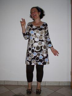 """heike und ihre kombination aus kleid und leggings aus meinem neuen buch """"ein schnitt-vier styles"""".  einfach toll!"""