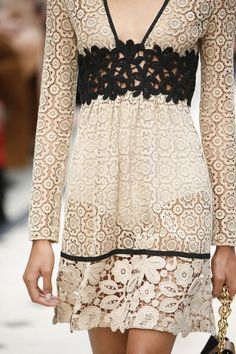 A detailed look at Burberry's Spring 2016 runway show