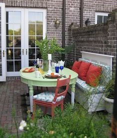 Adorable patio makeover done by the amazing @M R. Goodwill Hunting | http://livingroomskale.blogspot.com