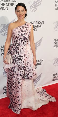 Look of the Day - Lucy Liu upped the romance at the 2016 American Theatre Wing Gala honouring Cicely Tyson in a pale pink violet-printed Monique Lhuillier ballgown that she styled with a stack of bracelets and a cream coloured clutch.