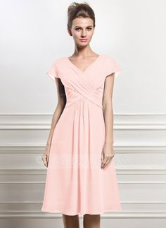 A-Line/Princess V-neck Knee-Length Chiffon Mother of the Bride Dress With Ruffle (008056830) - JJsHouse