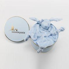 Cajita Regalo DouDou BigBunny. Un simpático regalo para bebé presentado en una bonita caja de estilo vintage. Los dudus (o doudous, en francés) son pequeñas mantitas con forma de animalitos que se convierten en los amigos inseparables del bebé. Suaves y cariñosos al tacto. #regalos #babygifts #bebés