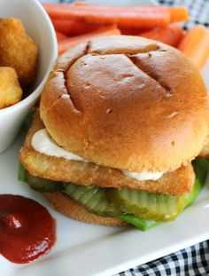 Mix up dinner with a delicious fish fillet sandwich. Family friendly, low fat, crispy and delicious! The perfect weeknight meal! Fish Sandwich, Soup And Sandwich, Sandwich Recipes, Fish Recipes, Seafood Recipes, Easy Weeknight Dinners, Easy Meals, Meal Prep Plans, Delicious Sandwiches
