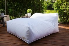 Outdoor Bean Bag Modern Design White, navy blue,brown, linnen color  Outdoor . Kids, Teenagers, Adults,Poolside On the Deck, On the Grass.