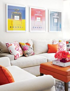 fresh-feminine-mainroom  Calm sofa with splashes of color.