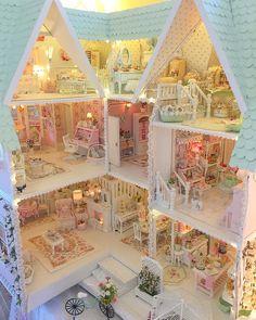 59 Ideas For Doll House Decorating Ideas Shabby Chic Pink Dollhouse, Dollhouse Miniatures, Dollhouse Ideas, Dollhouse Dolls, Shabby Chic Art, Shabby Chic Furniture, Miniature Rooms, Miniature Houses, Barbie Doll House