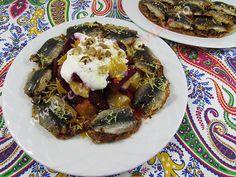 O reteta de sardine la cuptor extrem de gustoasa datorita umpluturii de sos de rosii, ceapa, usturoi, capere, stafide negre si mirodenii. Sardinia, Seafood, Pork, Sea Food, Kale Stir Fry, Pigs, Seafood Dishes