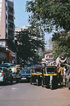 Mumbai Busy Streets and Rickshaws | A Brown Table