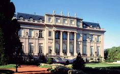 Palacio Bosch, embajada de Estados Unidos en Buenos Aires (not anymore). Now a days it's the official residence of the US Ambassador. Visit Argentina, Argentina Travel, Art Nouveau Arquitectura, Neoclassical Architecture, French Architecture, South American Countries, In Patagonia, Largest Countries, Kirchen