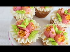 Multicolored flowers with your Russian Piping tips - How to decorate cupcakes with Russian tips - YouTube