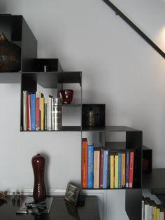 Dettaglio della scala-libreria alla marinara