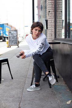 Vans Girls Music Crushes: Meg Myers Singer/songwriter Meg Myers is as honest, compelling and inspiring as they come. As a child, Meg started writing songs in search of comfort and support. Short Hair Tomboy, Meg Myers, Middle Hair, Vans Girls, Tomboys, Boyish, Tomboy Fashion, Alternative Outfits, Looks Vintage