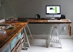 I think I would love this desk arrangement.  Ideal for creativity...