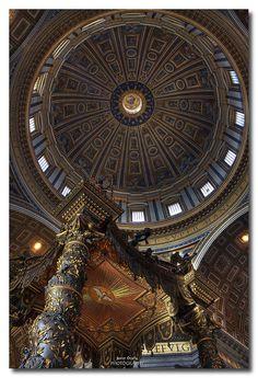 Baldaquino bajo la Cúpula de la Basílica de San Pedro / Baldachin under the Dome of the Saint Peter's Basilica | Flickr - Photo Sharing!