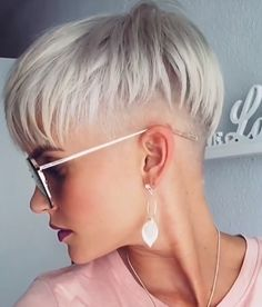 Sometimes We need to adorn cool hairstyles that makes us feel extremely confident This a shortlist of perfect Hairstyles For Women Over Short Hair Undercut, Undercut Hairstyles, Pixie Hairstyles, Trendy Hairstyles, Short Grey Hair, Short Hair Cuts For Women, Short Hair Styles, Blonde Haircuts, Short Pixie Haircuts