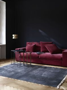 Wisniowa, czerwona sofa Cenova w nowej sztruksowej tkaninie    Scandinavian  sofa Cenova , marble table, red sofa BoConcept Trójmiasto Interior design, scandinavian design, dark living room, comfy sofa