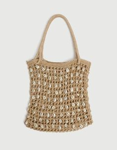 Tan jute tote bag decorated with seashell beads. Height x Length x Width: 36 x 34 x 4 cm. Le Tote, Jute Tote Bags, Craft Bags, Beaded Bags, Fabric Bags, Backpack Purse, Cloth Bags, Mini Bag, Sea Shells