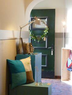 """Kissen """"Quintett"""" und Vasen aus Malmö Oversized Mirror, Furniture, Home Decor, Vases, Interior Design, Home Interior Design, Arredamento, Home Decoration, Decoration Home"""