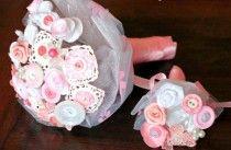 Bouquet per la sposa romantica con bottoni rosa e bianchi realizzato da Trilli e Gingilli