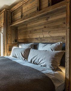 Chalet style of interior decorating ideas Mountain Bedroom, Mountain Decor, Chalet Design, Chalet Style, Bar Design, Cabin Interiors, Rustic Interiors, Italian Home, Rustic Italian