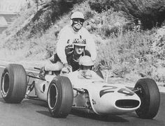 Richie Ginther, Charade 1965, Honda RA272, giving a lift to Innes Ireland and Jo Bonnier