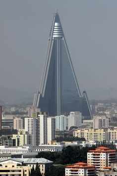 The Ryugyong Hotel, Pyongyang North Korea Top Travel Destinations, Best Places To Travel, Places To Visit, Amazing Architecture, Modern Architecture, Smart City, Modern Buildings, Commercial Design, North Korea