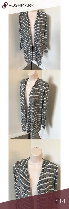Papaya Medium Striped Gray Cardigan Women's Papaya cardigan Size medium Gray and white striped Open front Rolled sleeves Double front pocket detailing Hooded style Asymmetrical hem  77% Rayon, 18% Polyester, 5% Spandex  Stretchy, comfortable material Gently used, GREAT condition!  length - approx 29 inchea Papaya Sweaters Cardigans